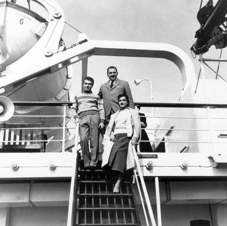 1956. Strehler, Grassi e MarinaBonfiglidurante la tournée nei Paesi Scandinavi - Archivio Piccolo Teatro di Milano